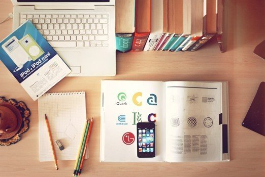 notebook-workplace-desk-iphone-library-study
